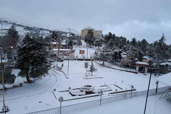 منخفض قطبي يبدأ تأثيره بعد غد الأربعاء والثلوج تغطي مرتفعات دمشق