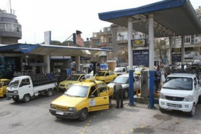 بدءاً من يوم الخميس .. تعبئة البنزين للسيارات بدمشق بموجب البطاقة الذكية
