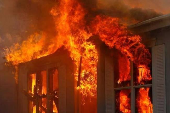 عاجل ..حريق ضخم بمبنى سكني في حي العمارة بدمشق يودي بحياة 7 أطفال