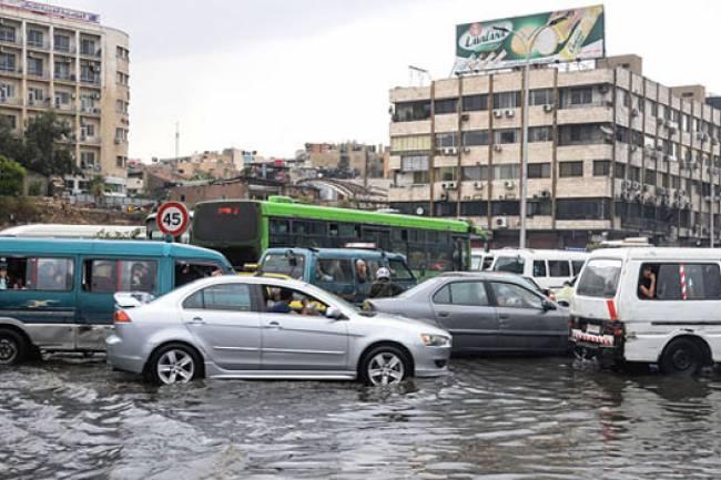 بدءاً من صباح الغد هطولات مطرية غزيرة على دمشق وتحذير من السيول