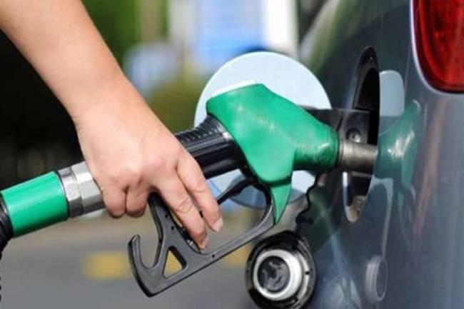 أقل من 100 ليتر شهرياً.. السيارات الحكومية التي نفدت مخصصاتها لا تستطيع التزود بالوقود نتيجة البطاقة الذكية!