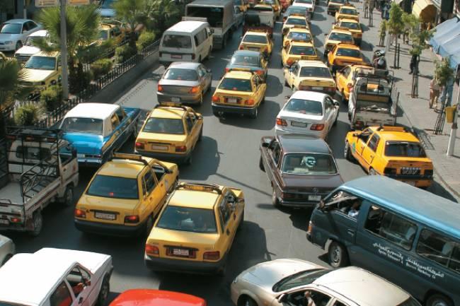 محافظة دمشق تقر إخراج آلاف سيارات التكسي من العمل لسوء مظهرها