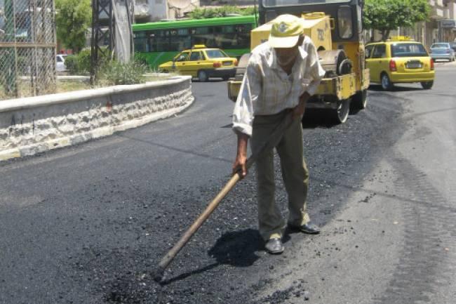 محافظة دمشق تكشف خطتها لتزفيت الشوارع المتضررة بدءاً من الغد