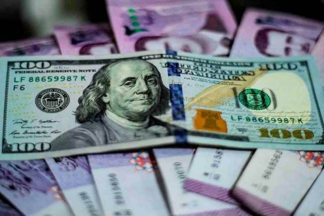 سعر الدولار ينخفض مع بدء التدخل عبر صندوق مبادرة رجال الأعمال وشركات الصرافة تبيع بالسعر المخفض يومياً