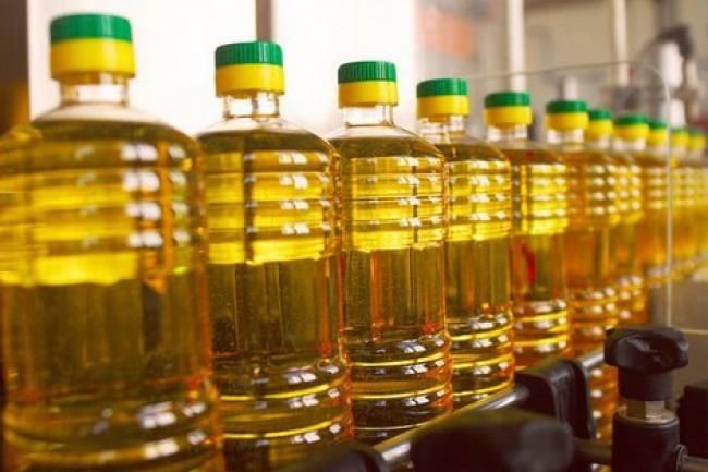 ارتفاع أسعار الزيت النباتي وصناعي يؤكد وقف منح إجازات استيراد لعدد من المستوردين واحتكار بعض التجار للمادة