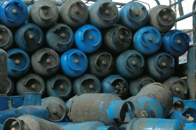 محافظة دمشق والسورية للتجارة يؤكدان نقص كمية الغاز الواردة إلى دمشق
