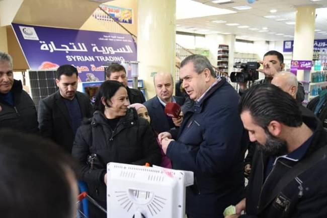 السورية للتجارة : إضافة الزيوت والسمون على البطاقة الذكية قريباً وبيعها بأقل من السوق بـ50%
