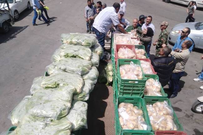"""محافظة دمشق تحدد 8 مناطق سيباع فيها الخضار بنصف القيمة غداً ضمن مبادرة """"نص عليك ونص علينا"""""""