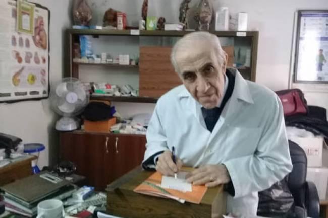 طبيب فقراء سورية مصاب بالكورونا