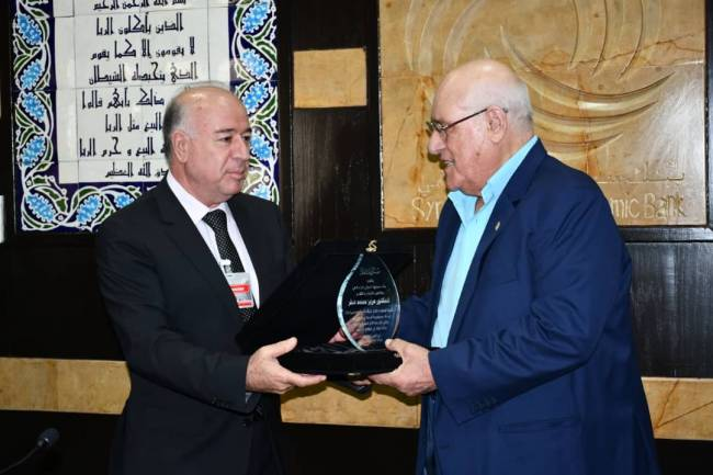 بنك سورية الدولي الإسلامي يكرم رئيس مجلس إدارته السابق الدكتور عزيز صقر