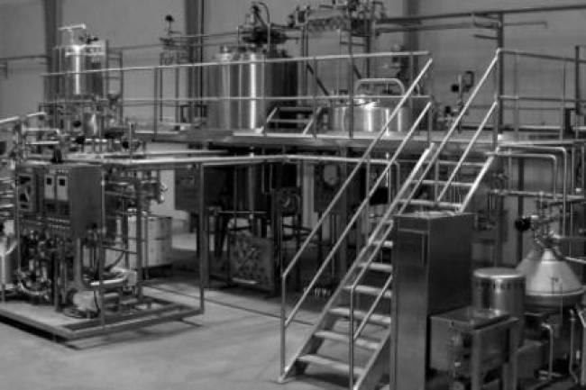 صناعيون : 500 مصنع محلي مهدّد بالتوقف عن الإنتاج نتيجة وقف استيراد الشورتينغ