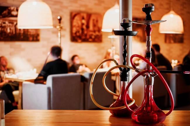 السياحة تسمح بتقديم الأراكيل في  المطاعم بالأماكن المفتوحة والتراسات فقط