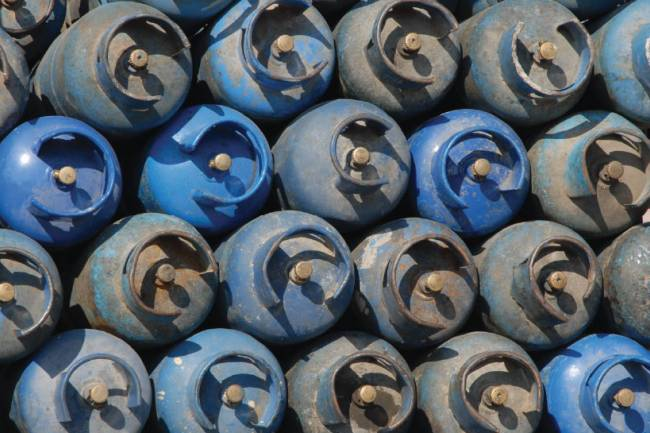 سكرية : بدء توزيع الغاز الصناعي في دمشق عبر البطاقة الالكترونية ..اتحاد الحرفيين : خطوة جيدة تنهي حالة الفلتان السابقة