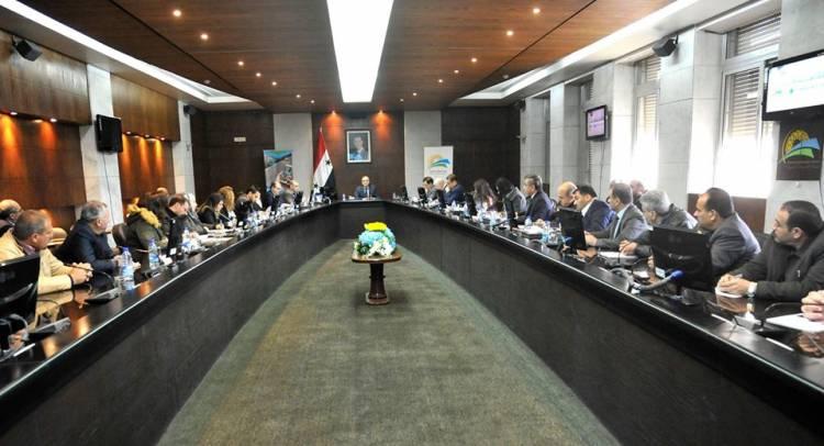 رئيس الحكومة يدير اول اجتماع أسبوعي مع المستثمرين لحل مشكلاتهم