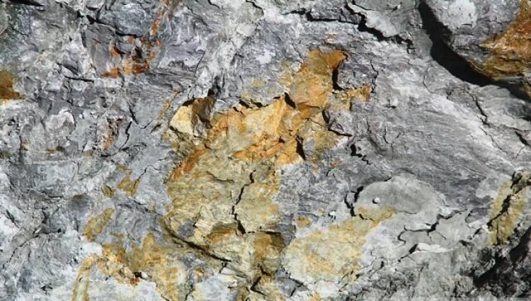 مؤسسة الجيولوجيا تنفي ظهور عروق الذهب قرب دمشق وتشير لتواجد ذهب كاذب بهذه المنطقة
