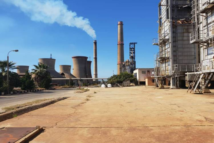انفراج في أزمة المشتقات النفطية .. مصفاة بانياس تعود للعمل لتكرير نحو مليوني برميل نفط