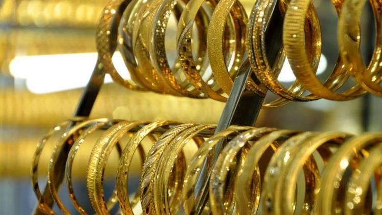 أسعار الذهب تتراجع مع تحسن سعر صرف الليرة مقابل الدولار