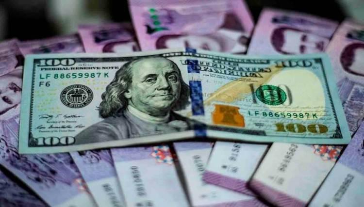 ابتداء من الغد وبإشراف المركزي  ..  صندوق مبادرة رجال الأعمال يضخ الدولار في السوق لخفض سعره