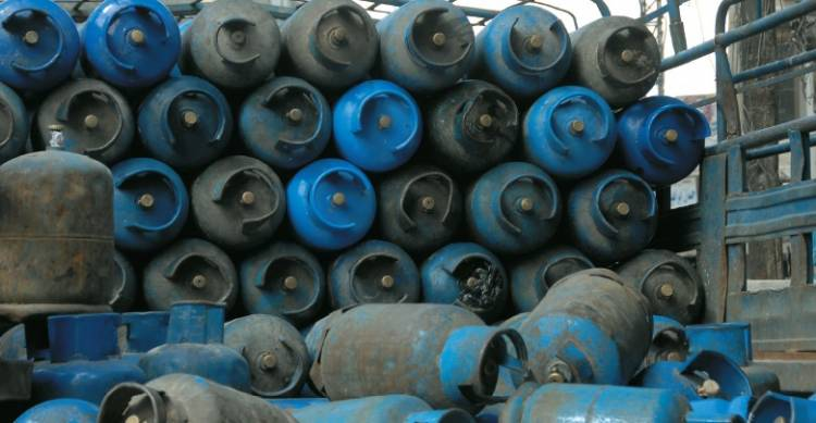 وزارة النفط تحدد آلية جديدة لتوزيع الغاز المنزلي تنهي كافة مظاهر الازدحام