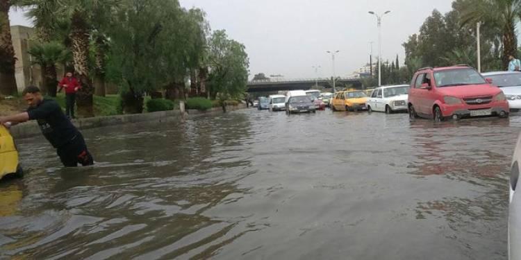 الموانئ تغلق مع بدء المنخفض الجوي وتحذير من تشكل السيول في غالبية المحافظات