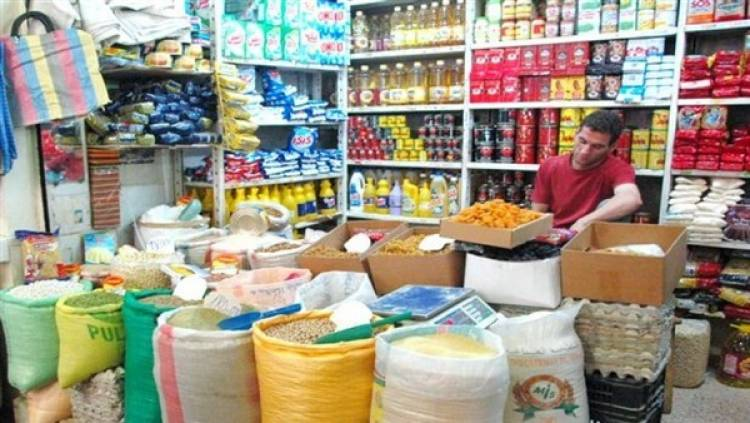 تجار سوق الهال : ارتفاع بغالبية الأسعار والبقوليات تصعد 40% والاندومي وحدها تنخفض