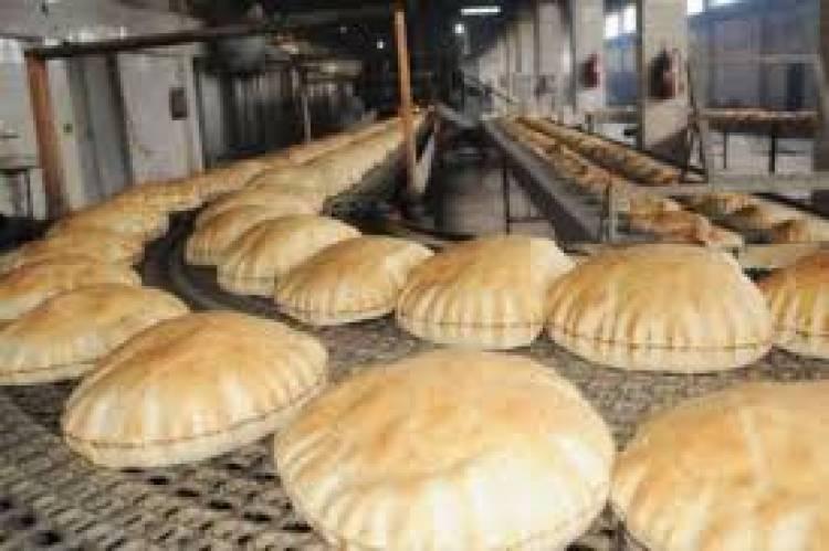 مخاتير يستلمون أجهزة البطاقة الذكية تمهيداً لبيع الخبز