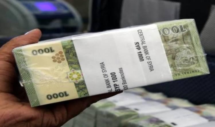 الحكومة تناقش غداً تقديم منحة مالية لكل عامل وحرفي تضرر نتيجة الإجراءات الاحترازية في القطاعين العام والخاص.