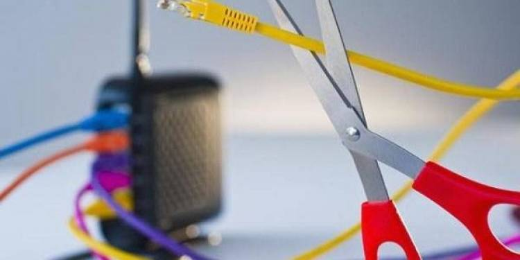 وزير الاتصالات ينفي وجود خطة لتقنين الإنترنت